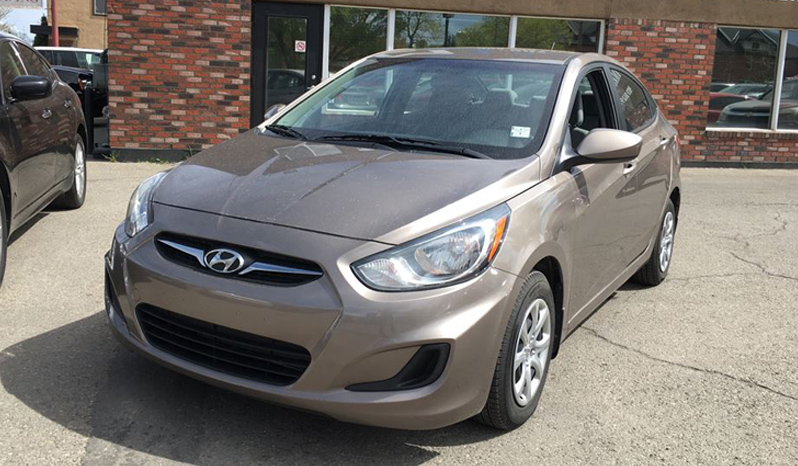 2013hyundy-accent2