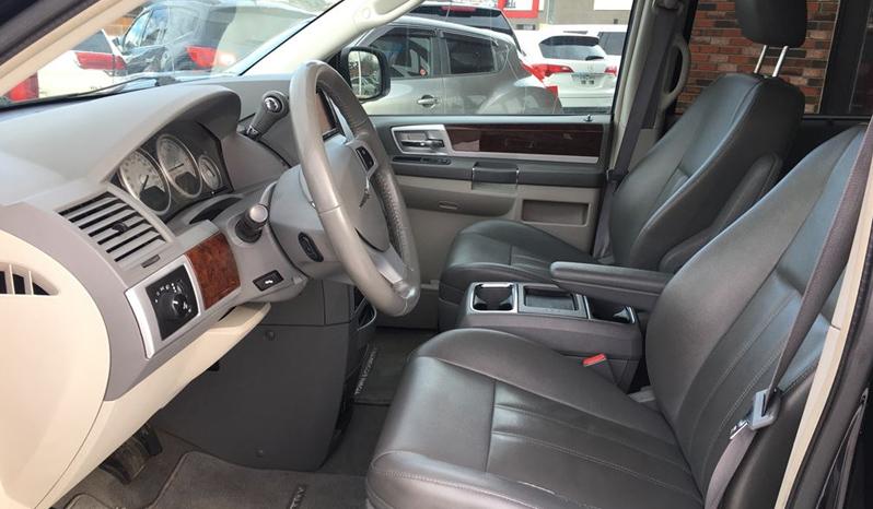 2010 Chrysler Town & Country full